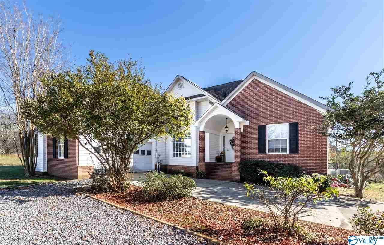 Photo of home for sale at 5788 Al Highway 227, Guntersville AL