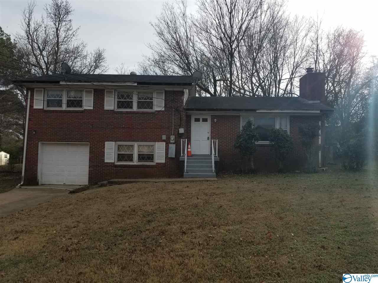 Photo of home for sale at 2513 Birchfield Street, Huntsville AL