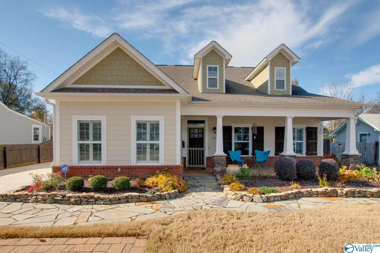 Photo of home for sale at 2812 Hastings Road, Huntsville AL