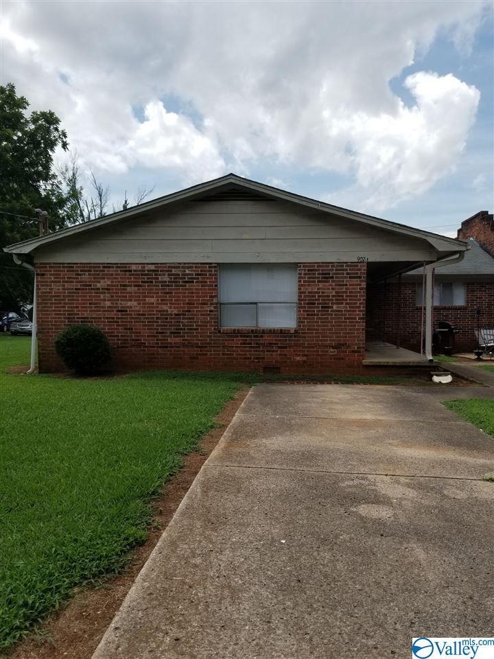 Photo of home for sale at 907 Stevens Court, Huntsville AL