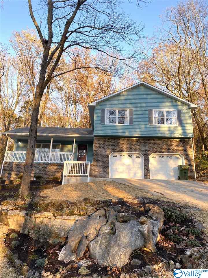Photo of home for sale at 11221 Suncrest Drive, Huntsville AL