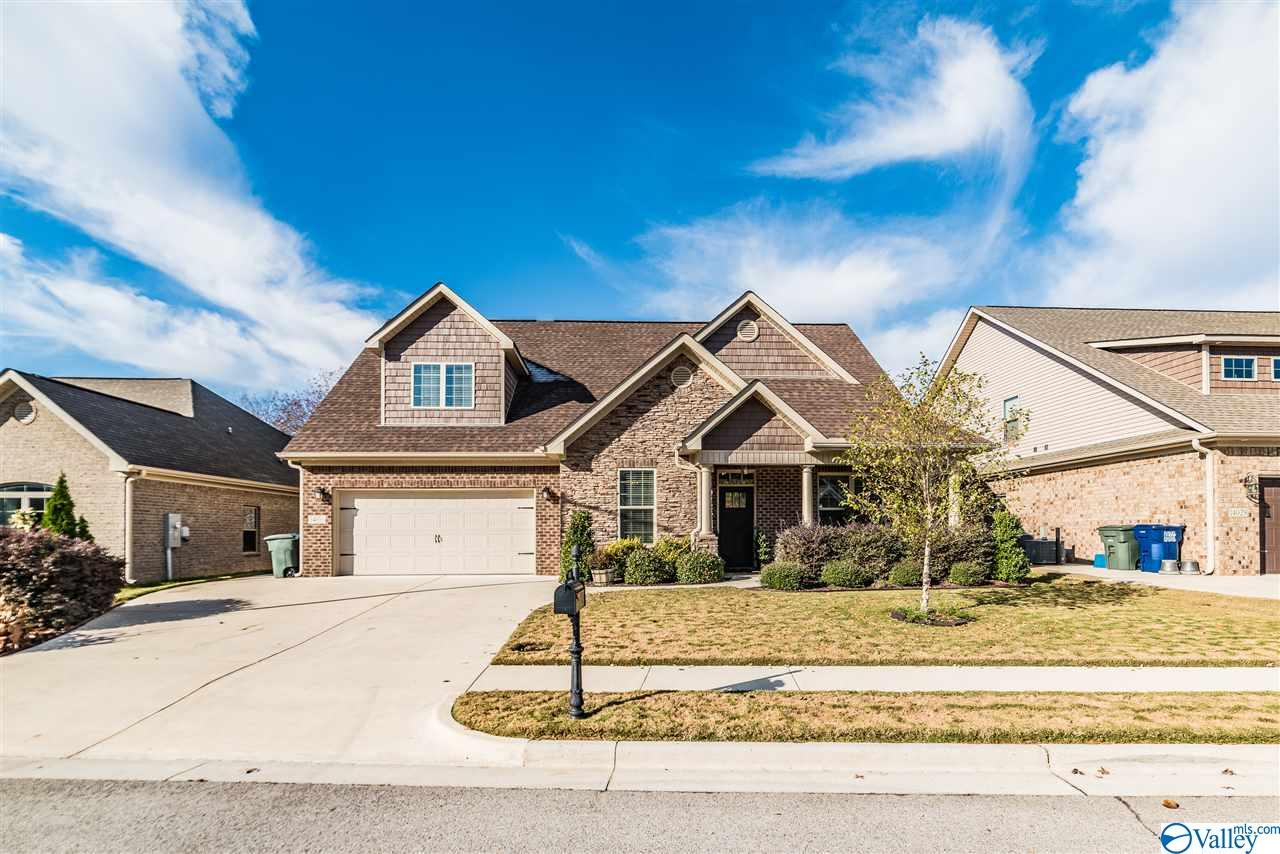 Photo of home for sale at 14031 Greenway Park Circle, Huntsville AL