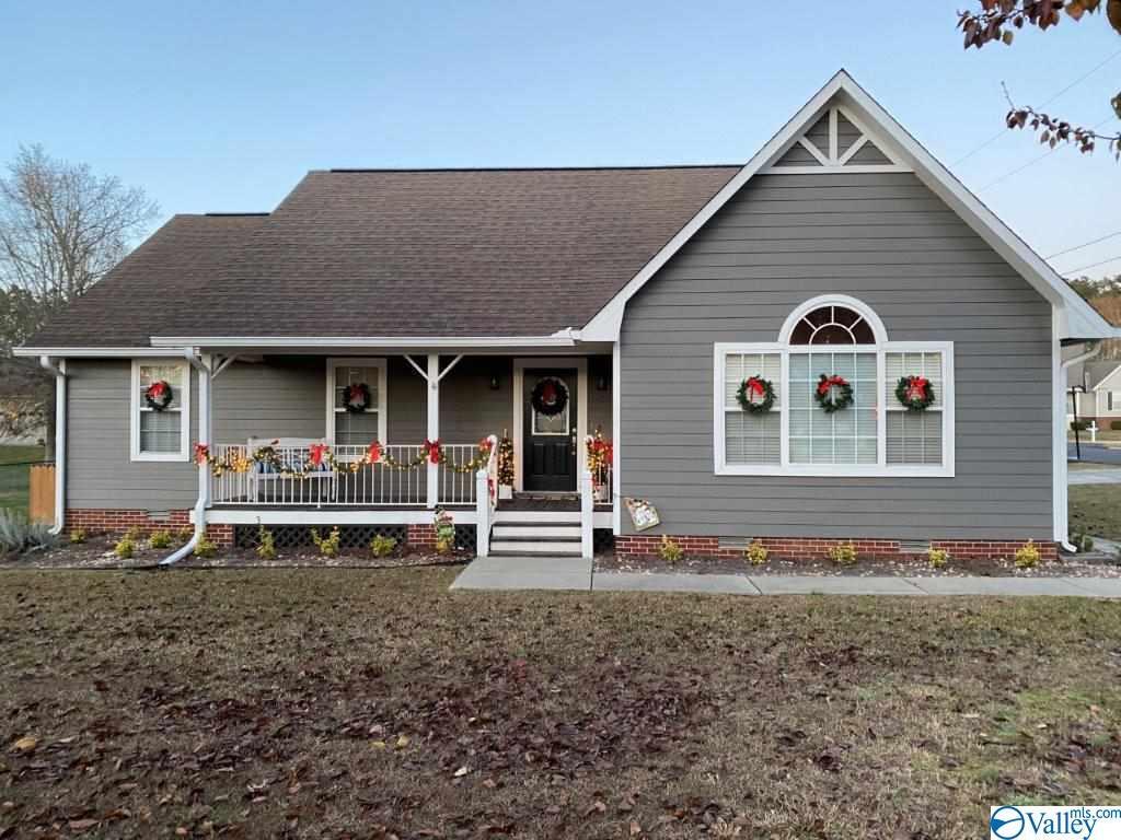 Photo of home for sale at 1401 Ponderosa Avenue, Albertville AL