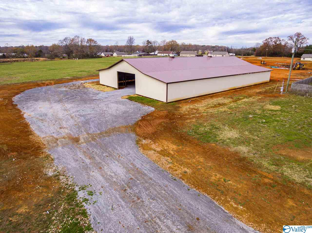 Photo of home for sale at 1002 Murphy Hill Road, Toney AL
