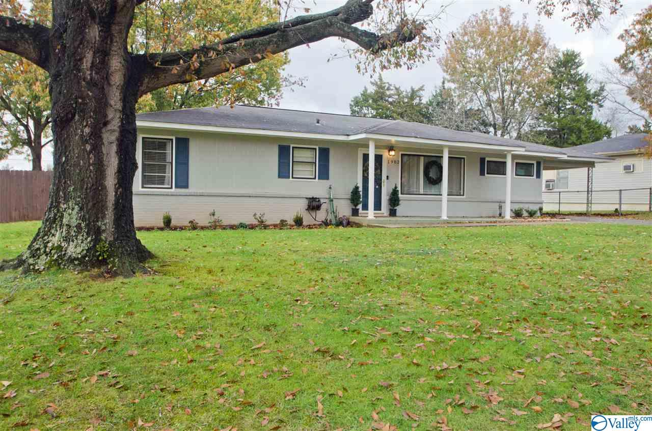 Photo of home for sale at 1902 12th Street Se, Decatur AL
