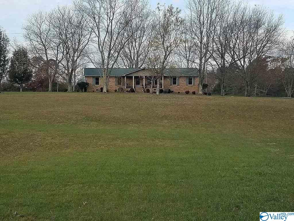 Photo of home for sale at 531 Hytop Road, Scottsboro AL