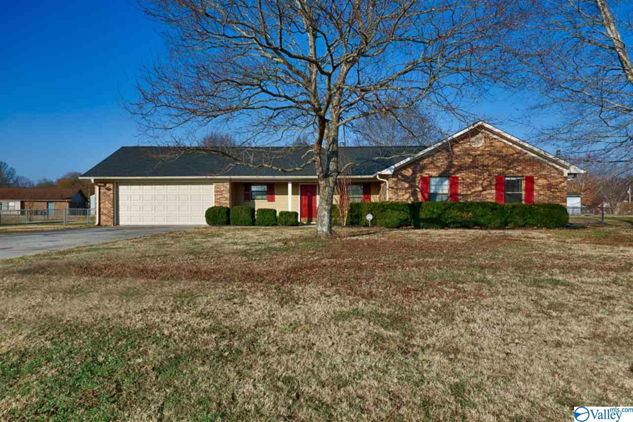 Photo of home for sale at 102 Silverstone Circle, Hazel Green AL