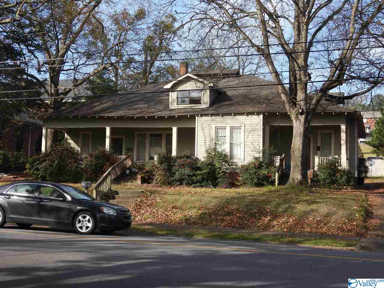 Photo of home for sale at 326 Blount Avenue, Guntersville AL