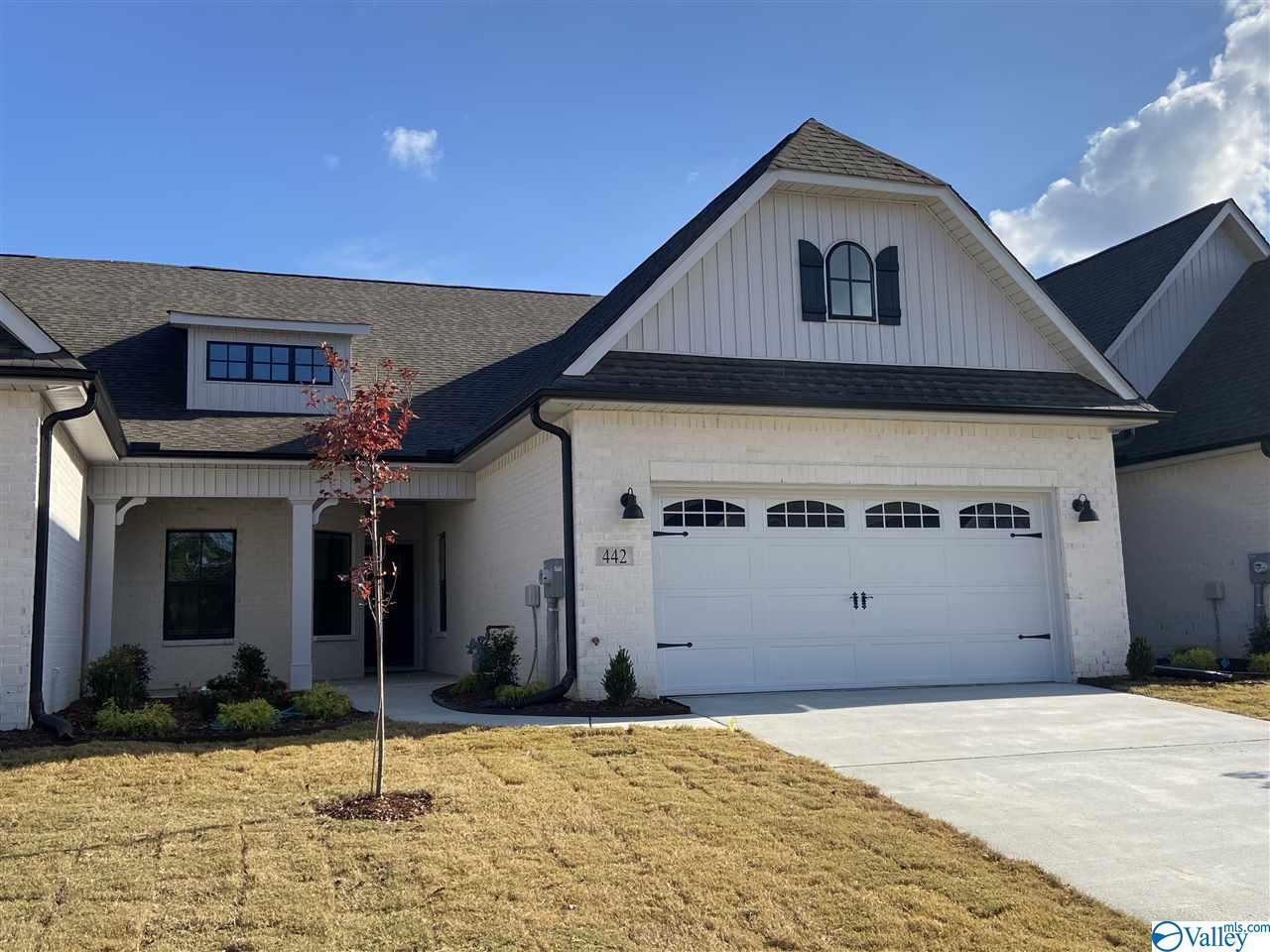 Photo of home for sale at 442 Legend Oak Way, Huntsville AL
