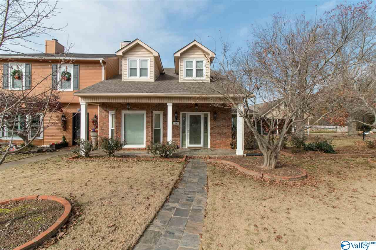 Photo of home for sale at 1548 River Bend Place, Decatur AL