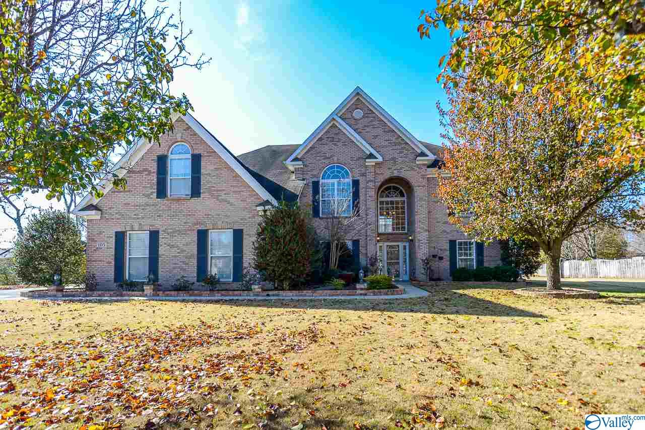 Photo of home for sale at 105 Hamilton Mill Circle, New Market AL