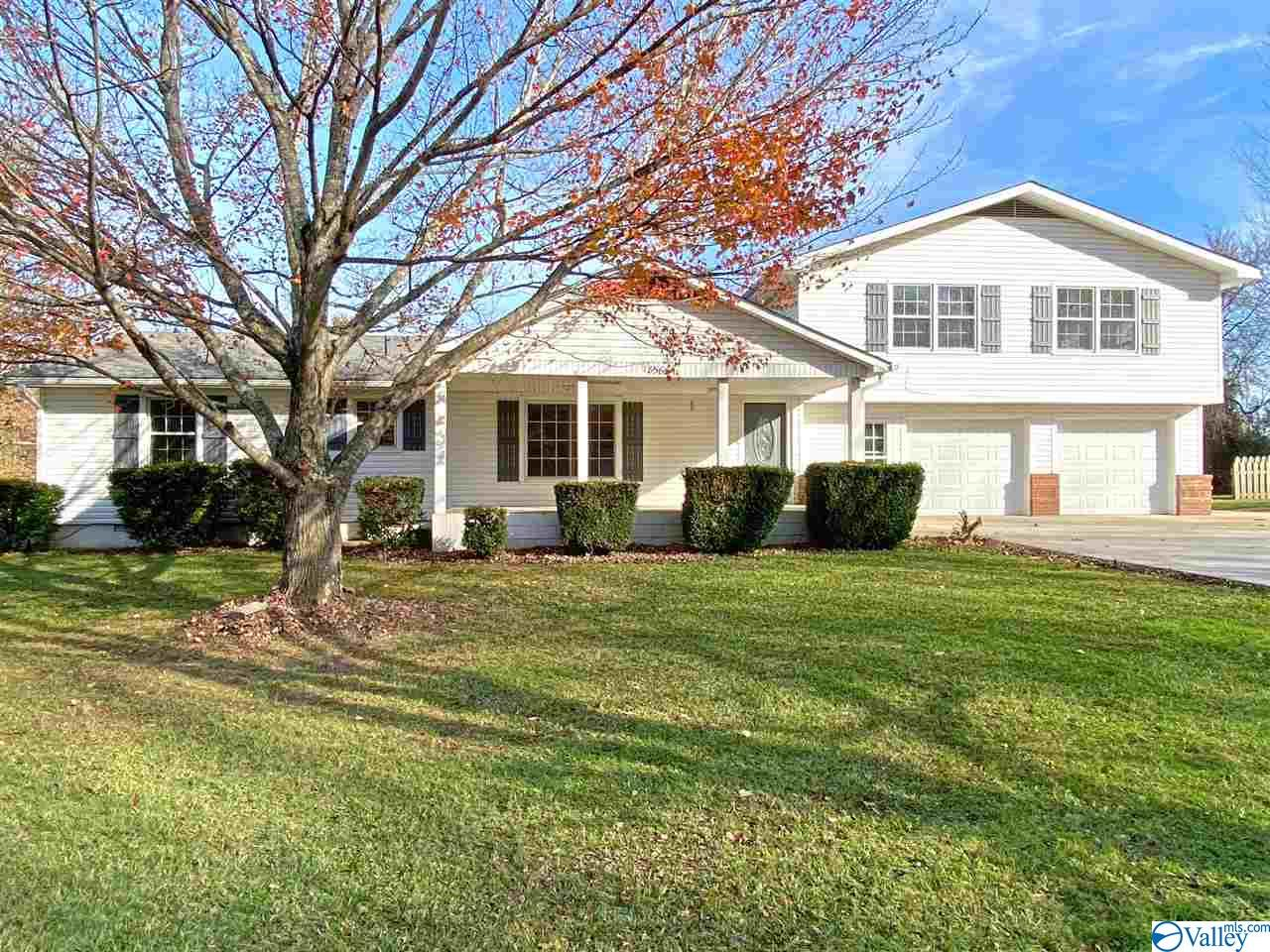 Photo of home for sale at 18566 Bartlett Road, Athens AL