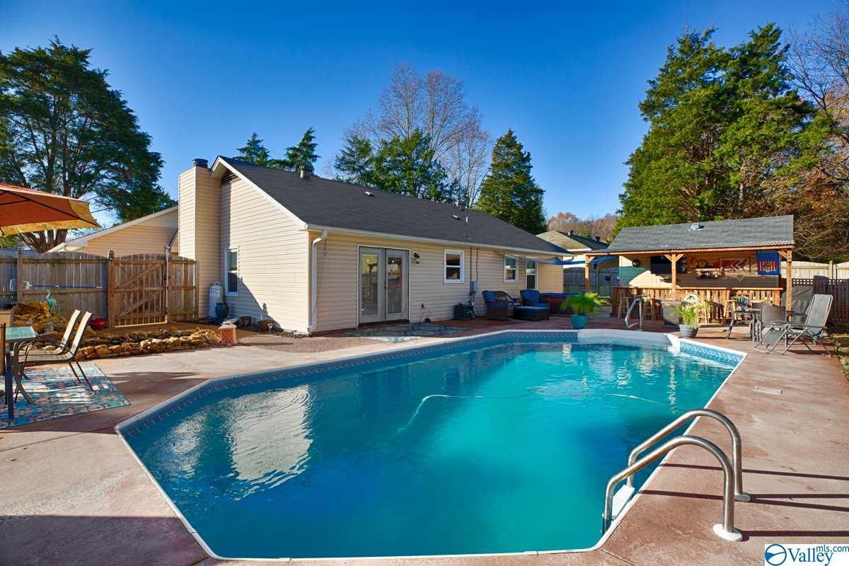 Photo of home for sale at 1029 Antietam Road, Huntsville AL
