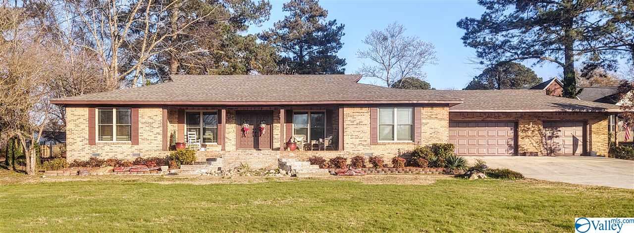 Photo of home for sale at 1002 East Alabama Avenue, Albertville AL