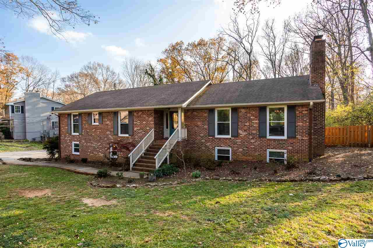 Photo of home for sale at 1802 Fairmont Road, Huntsville AL