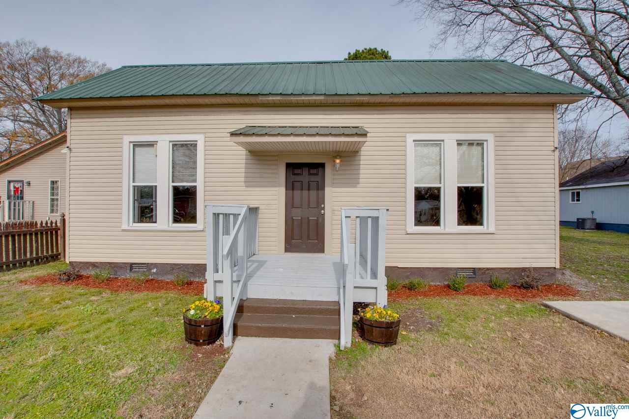 Photo of home for sale at 1612 Jackson Street, Decatur AL