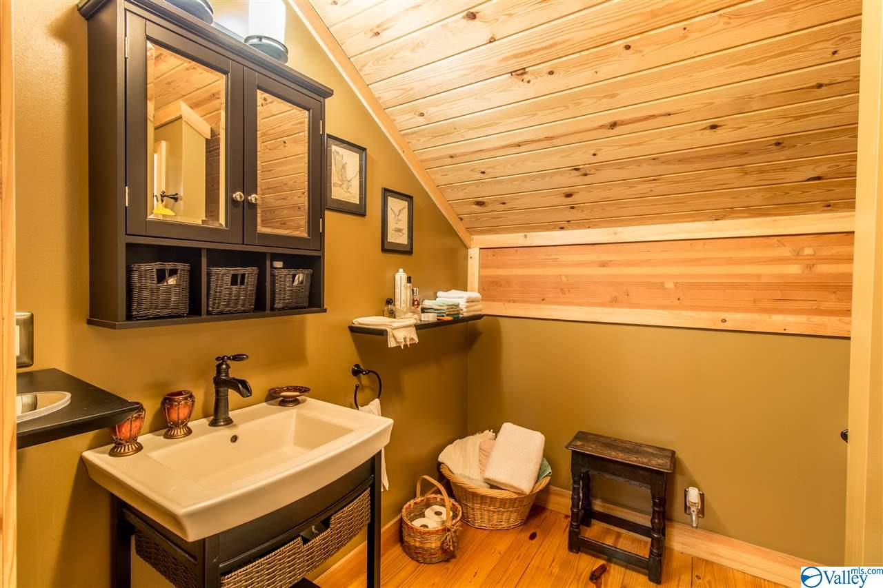 Both upstairs bedrooms have their own bath