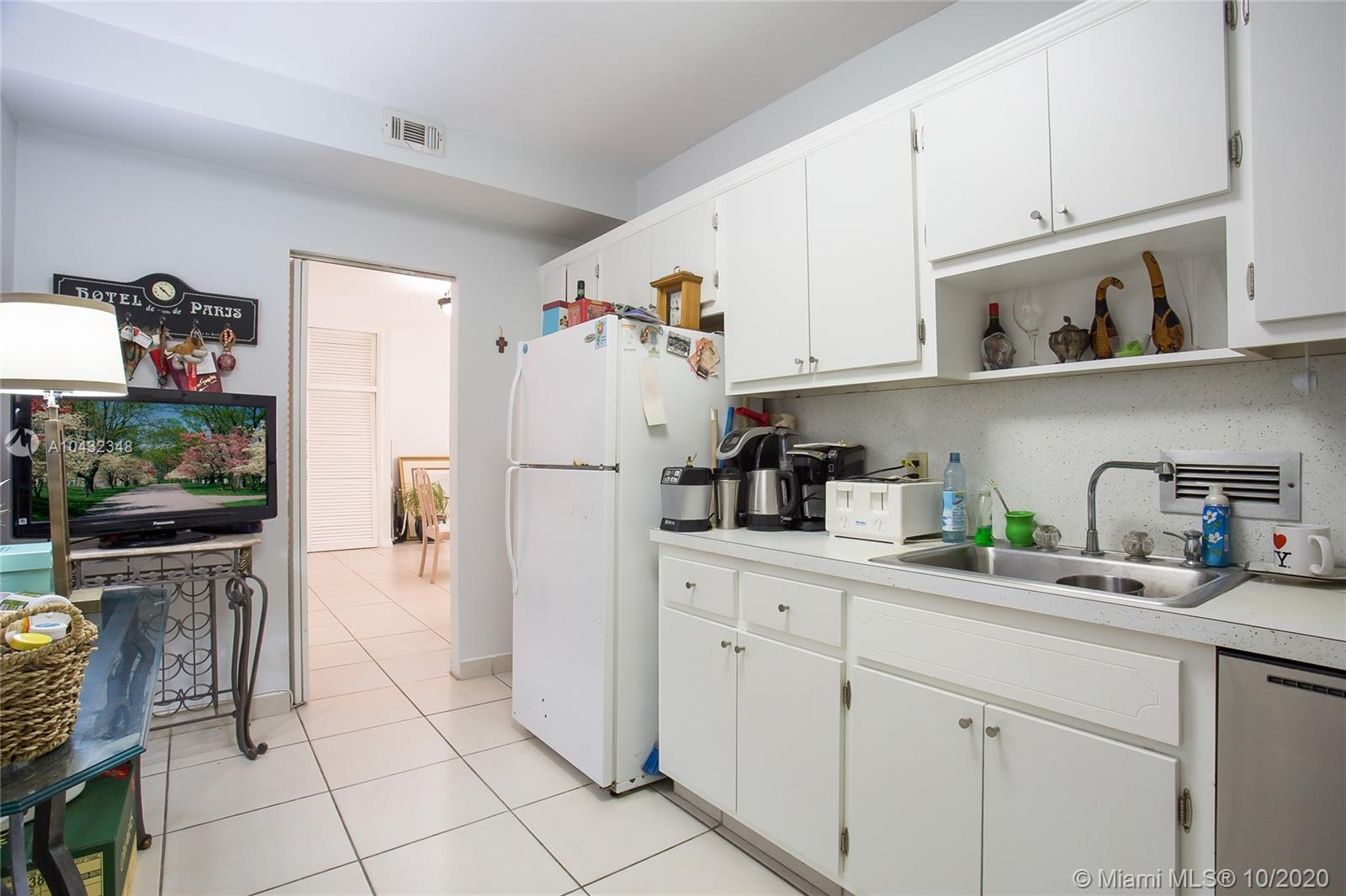10185 Collins Ave #815 photo06