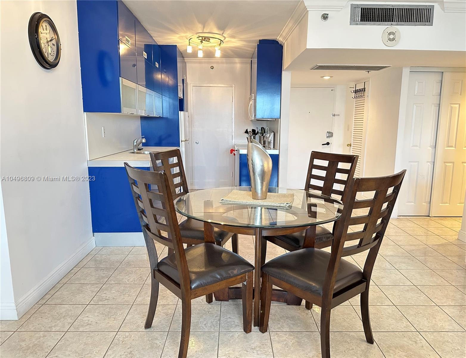 Bedroom 2 Queen size beds