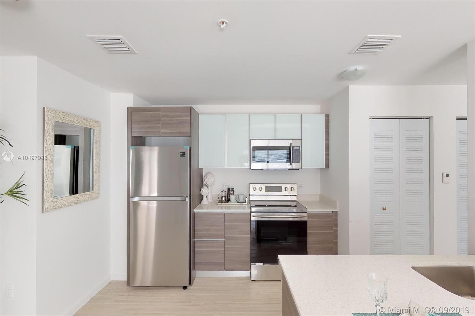 Property 481 NE 29 ST #706 image 6