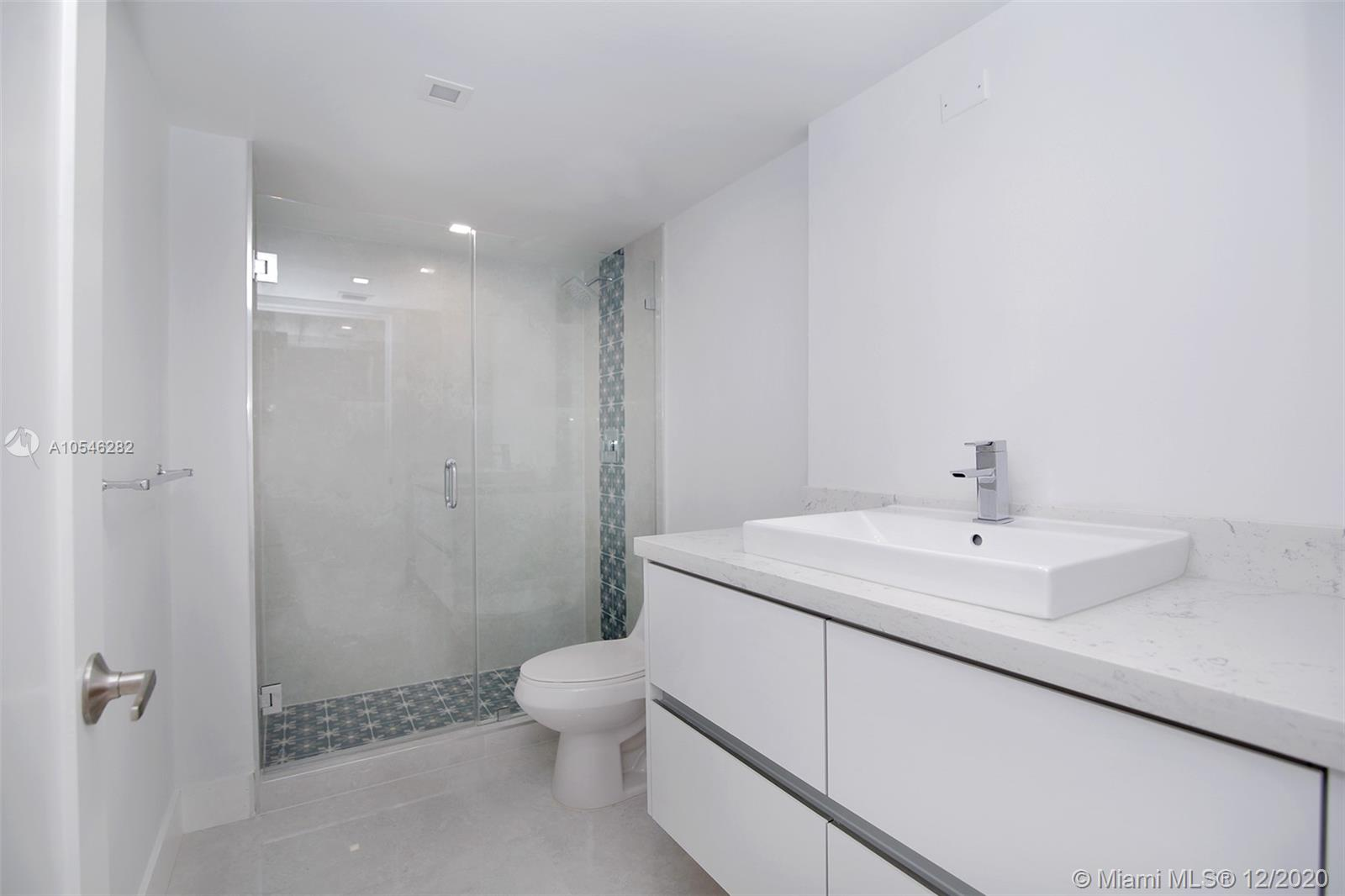 2555 Collins Ave #1106 photo06