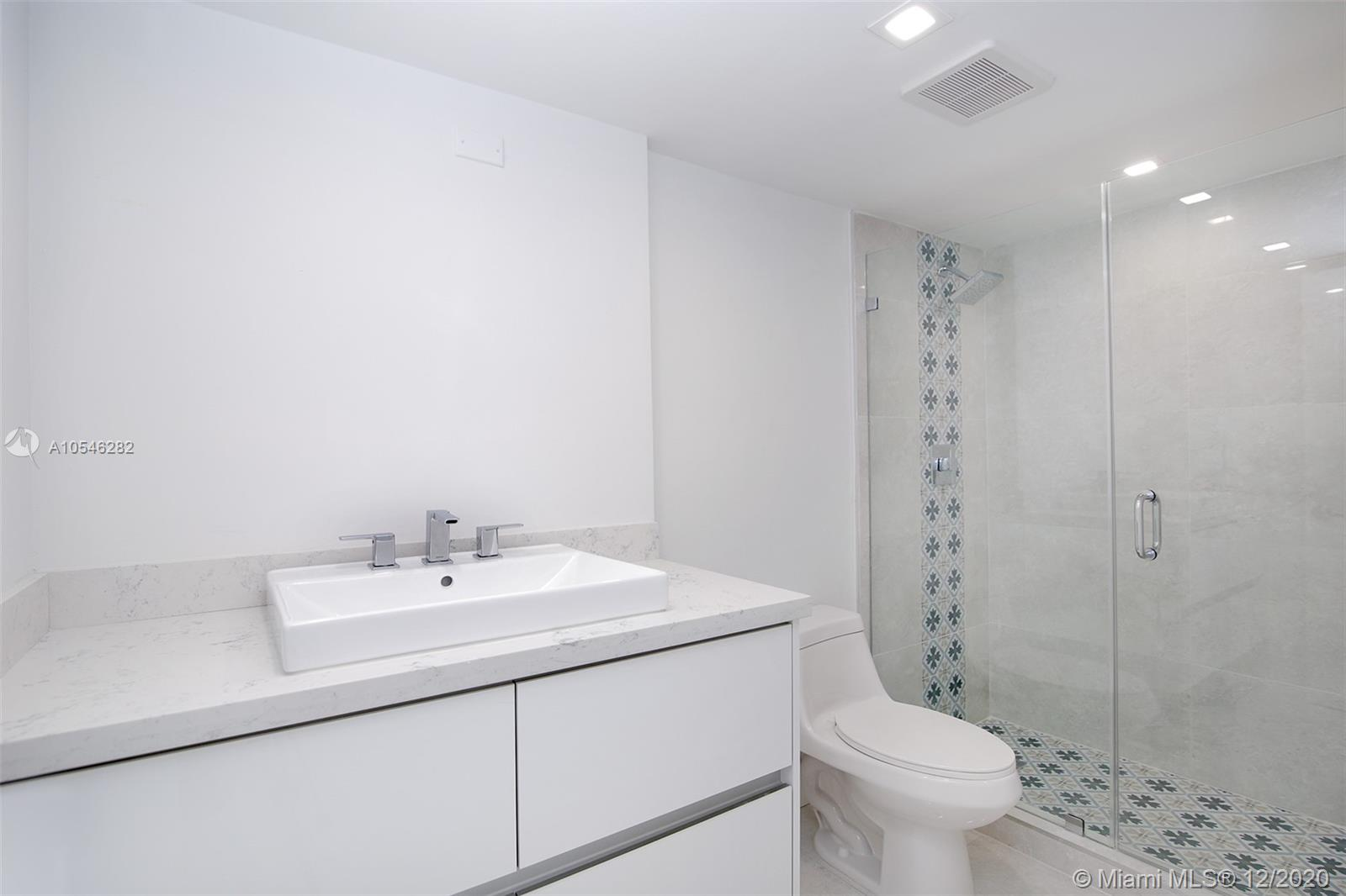 2555 Collins Ave #1106 photo09