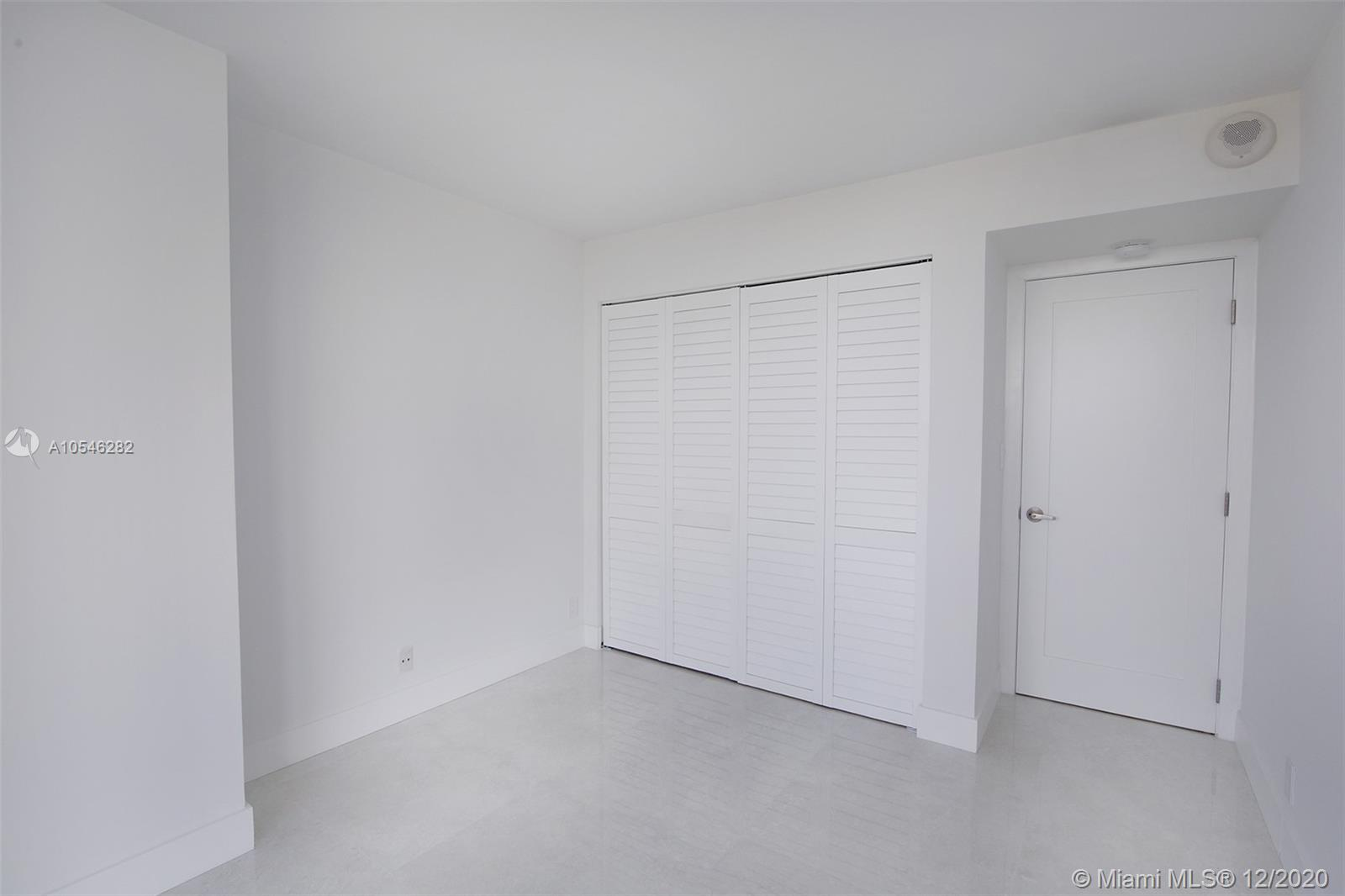 2555 Collins Ave #1106 photo08