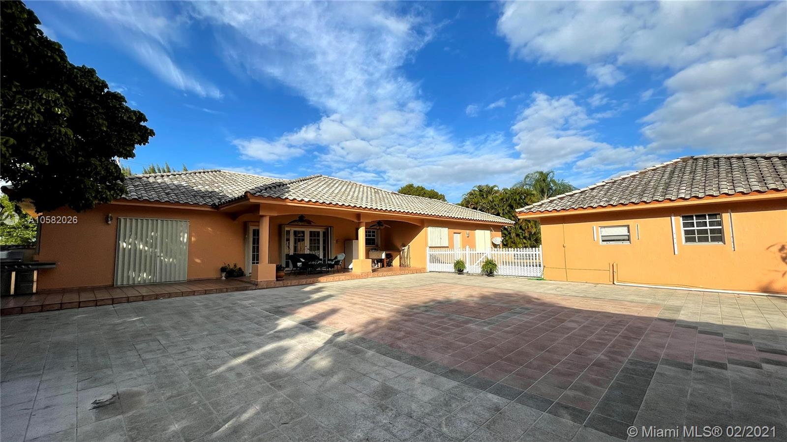 14136 SW 14th St, Davie, Florida 33325, 6 Bedrooms Bedrooms, ,6 BathroomsBathrooms,Residential,For Sale,14136 SW 14th St,A10582026