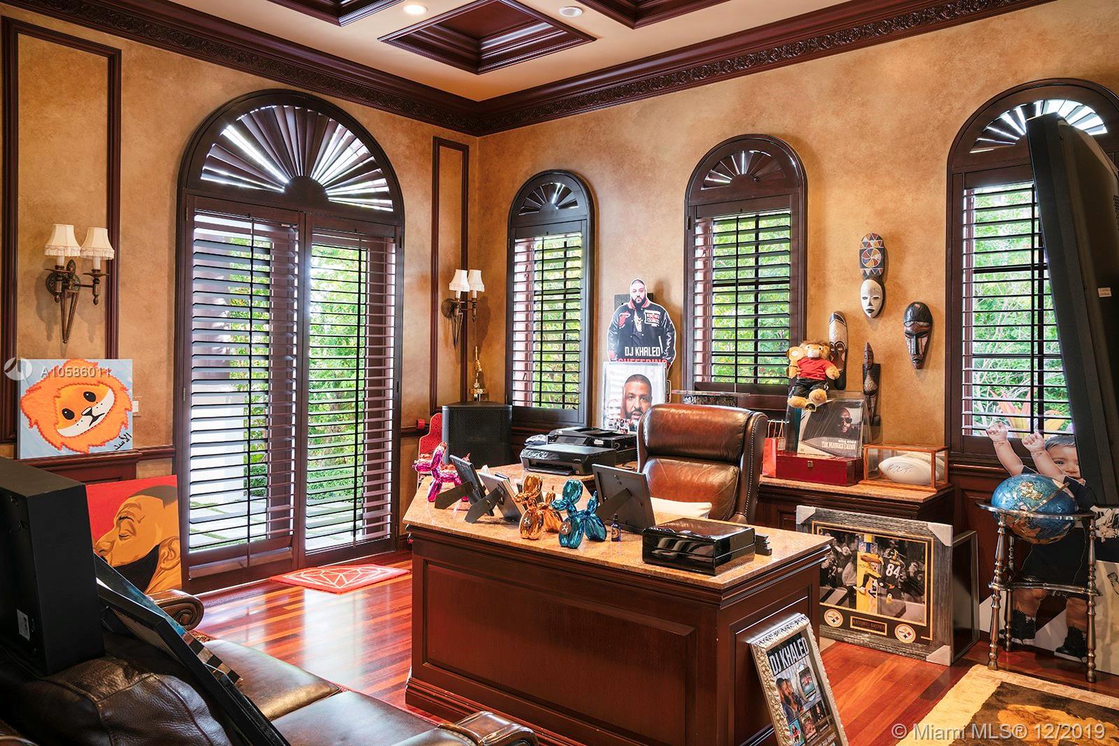 Дом в США по адресу 3914 Island Estates Dr, Aventura, FL 33160
