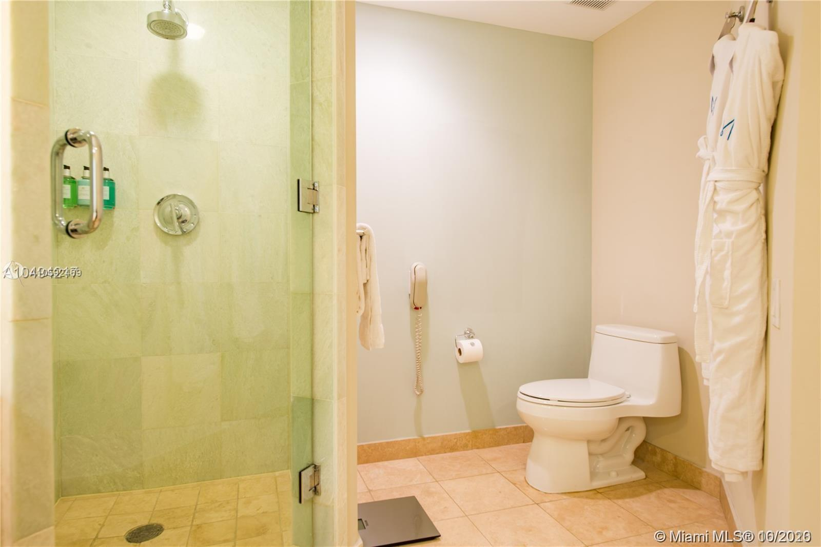 18683 Collins Ave #608 photo022