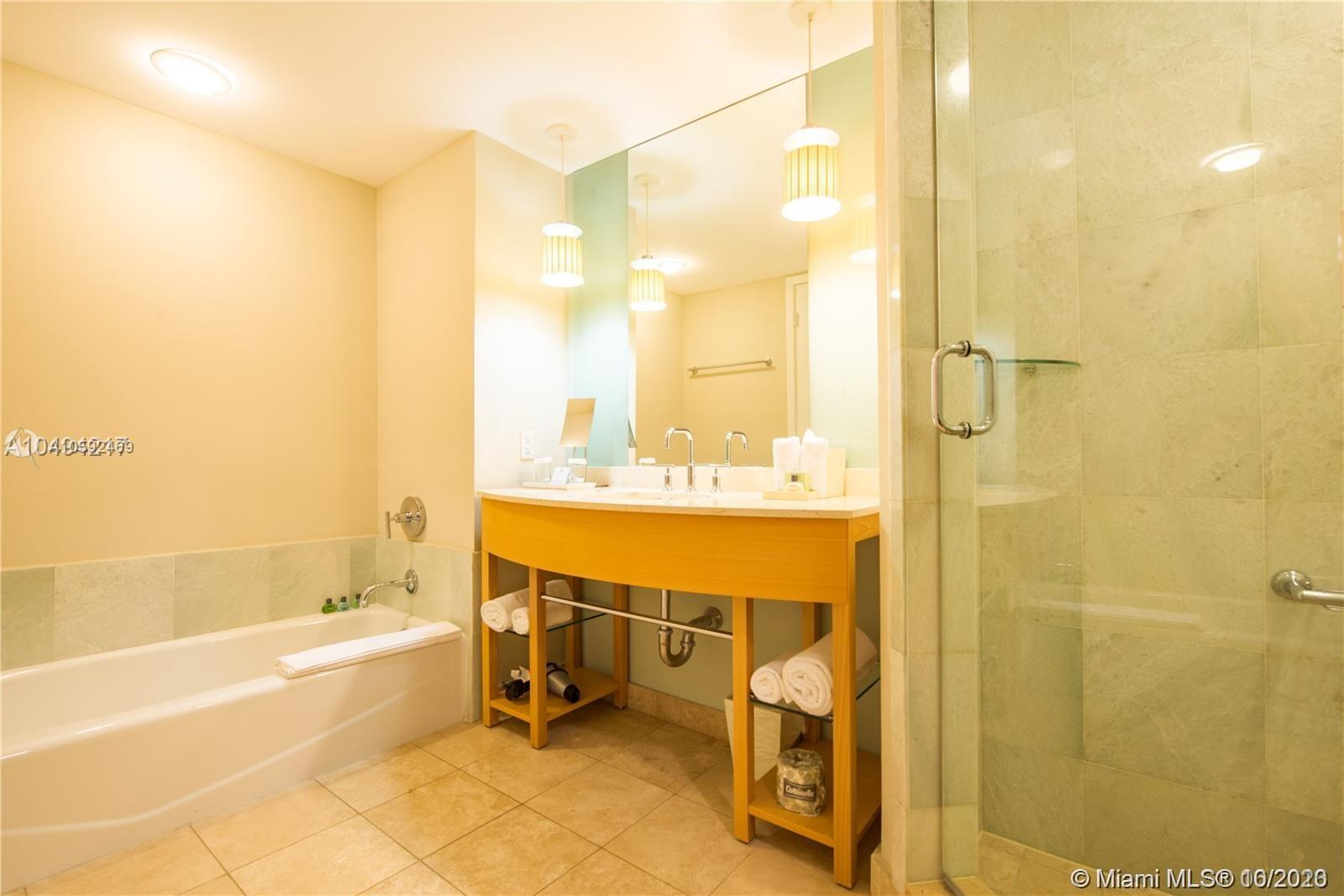 18683 Collins Ave #608 photo020