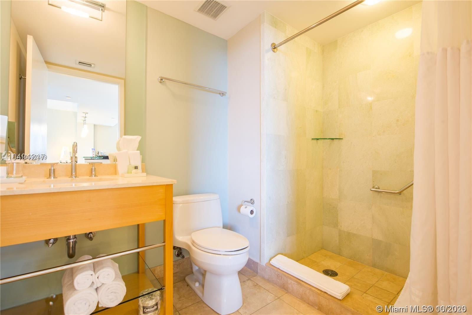 18683 Collins Ave #608 photo019