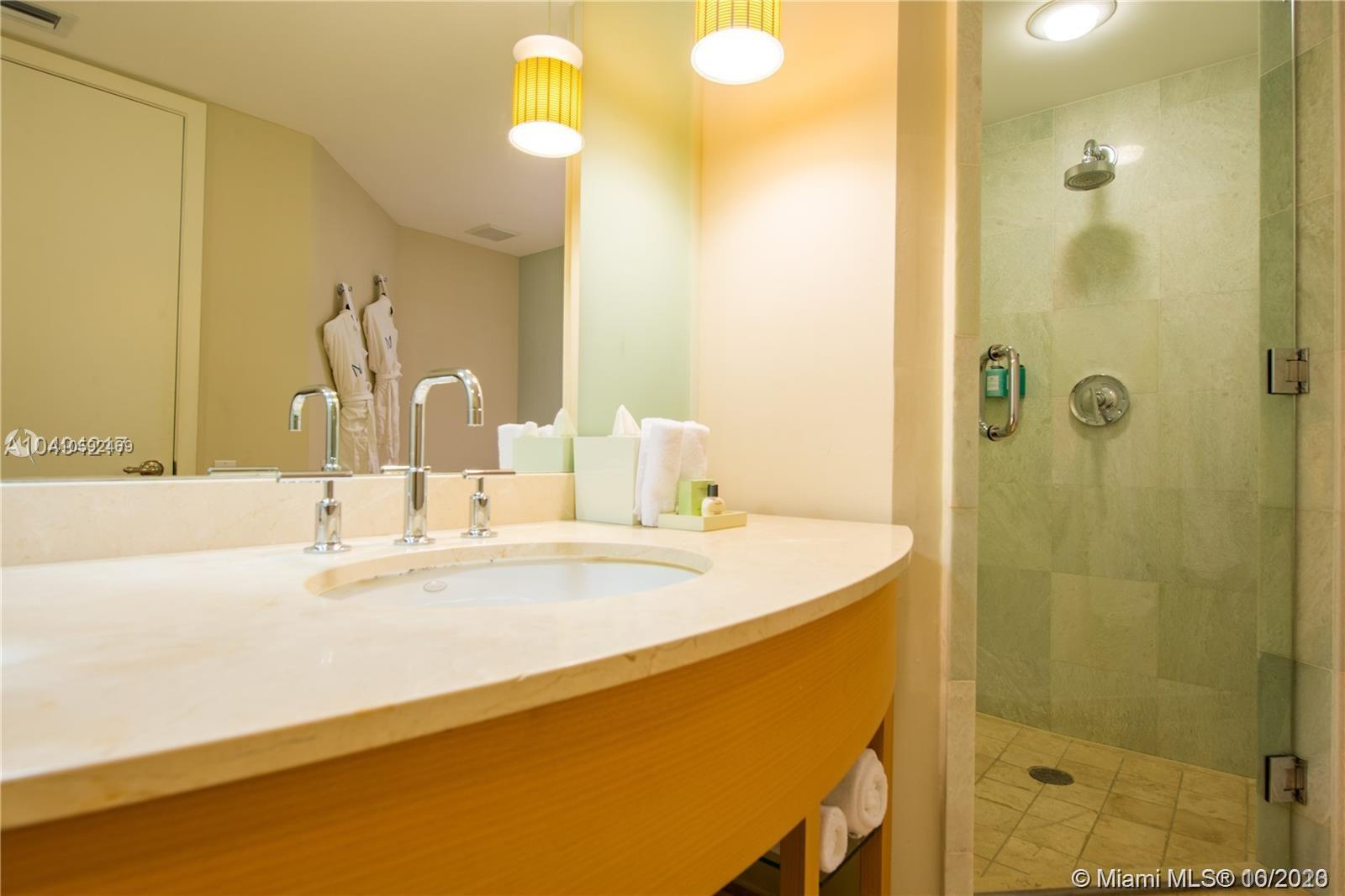 18683 Collins Ave #608 photo021