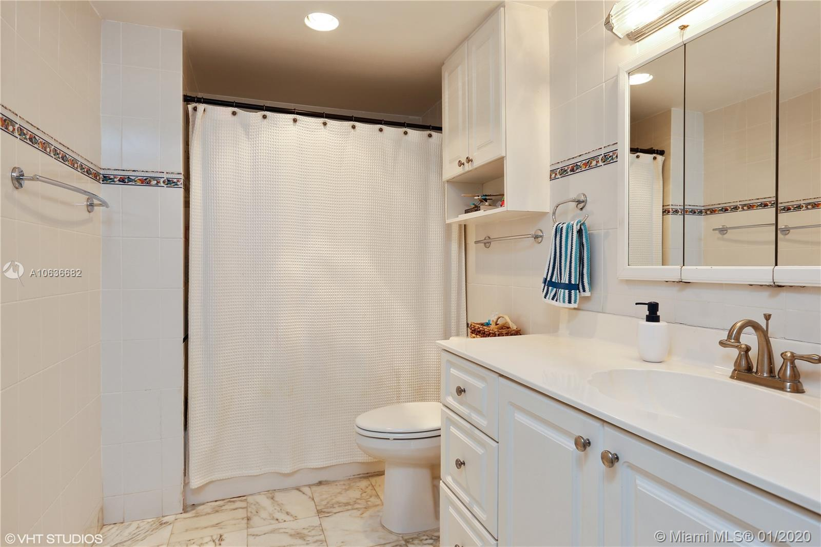 5825 Collins Ave #4A photo07