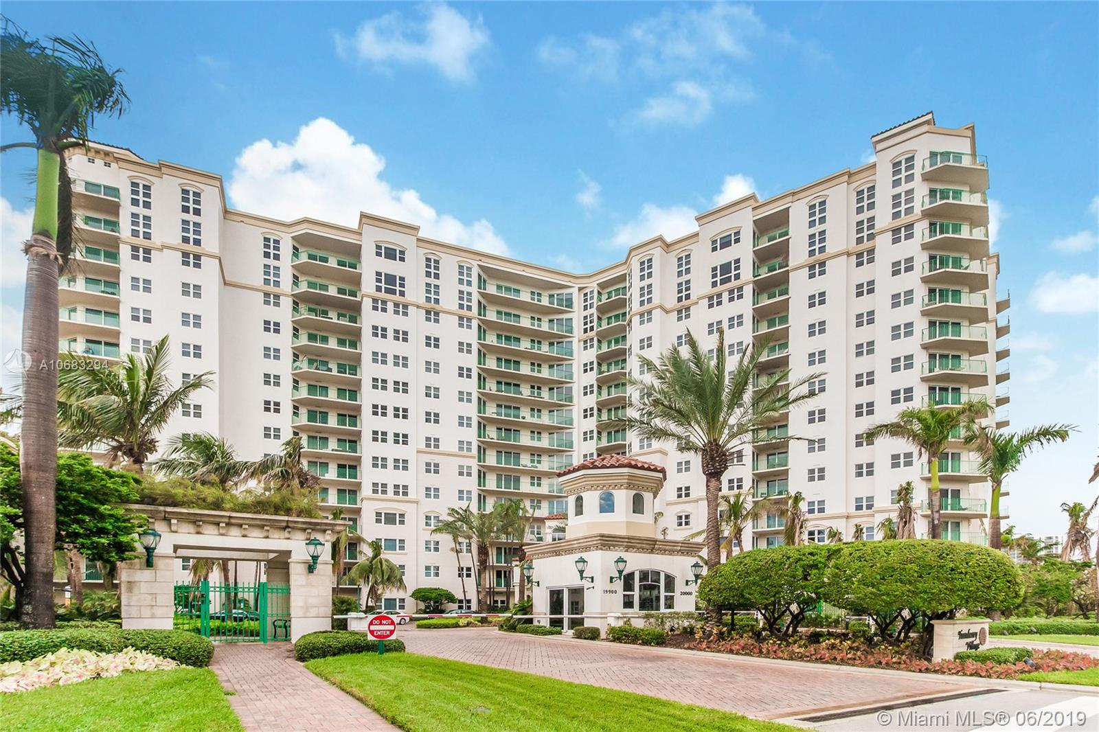 Property 20000 E Country Club Dr #811 image 1