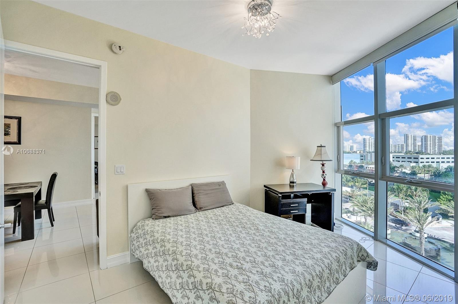 18101 Collins Ave #808 photo032