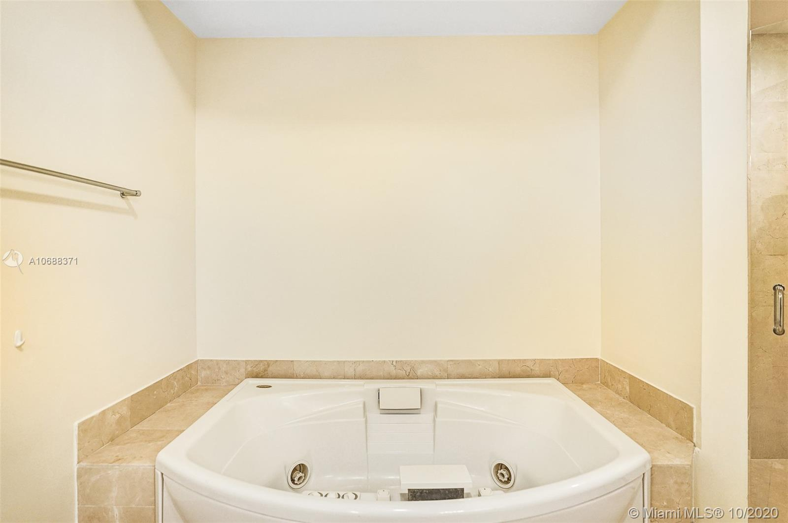 18101 Collins Ave #808 photo030