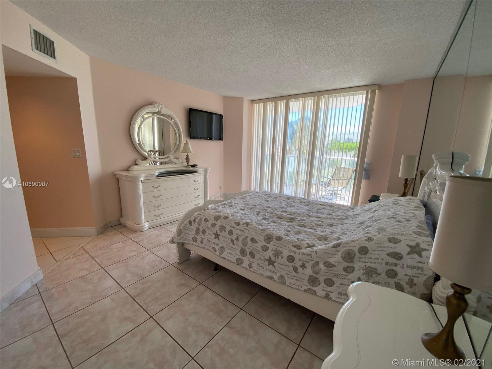 16485 Collins Ave #438 photo017