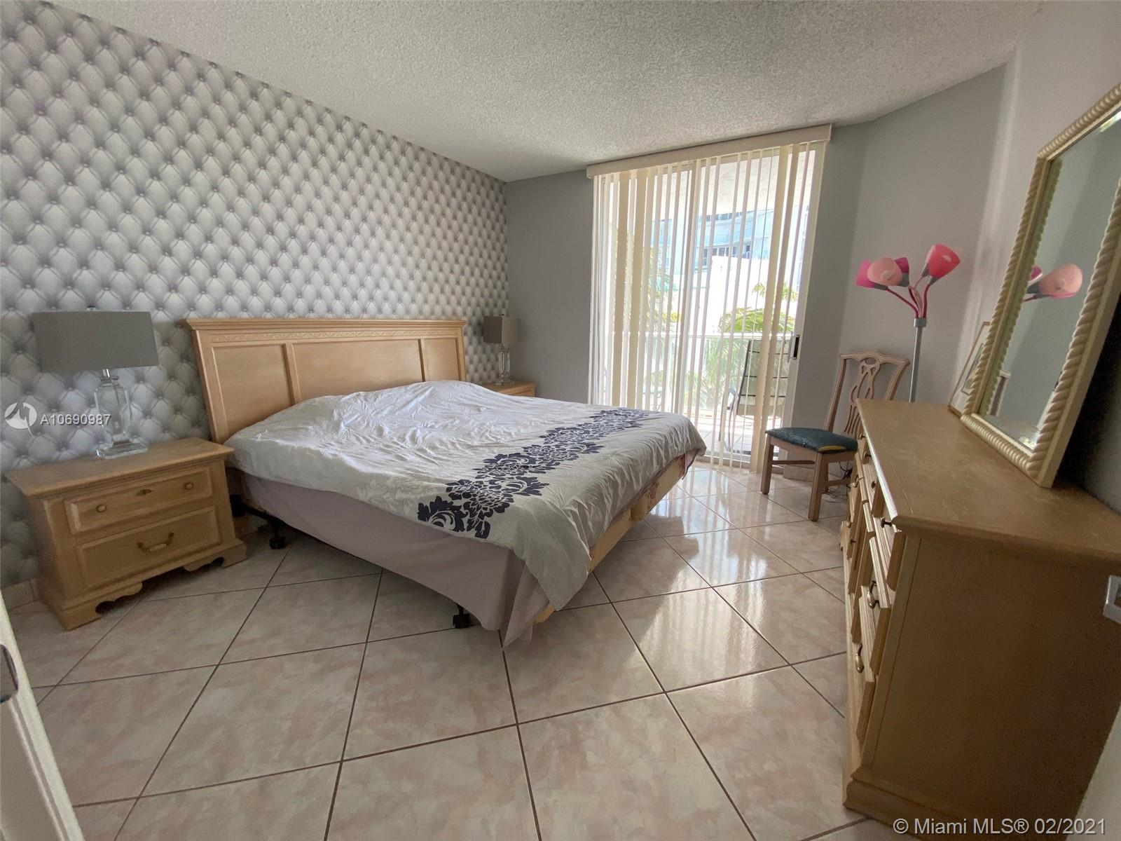 16485 Collins Ave #438 photo010