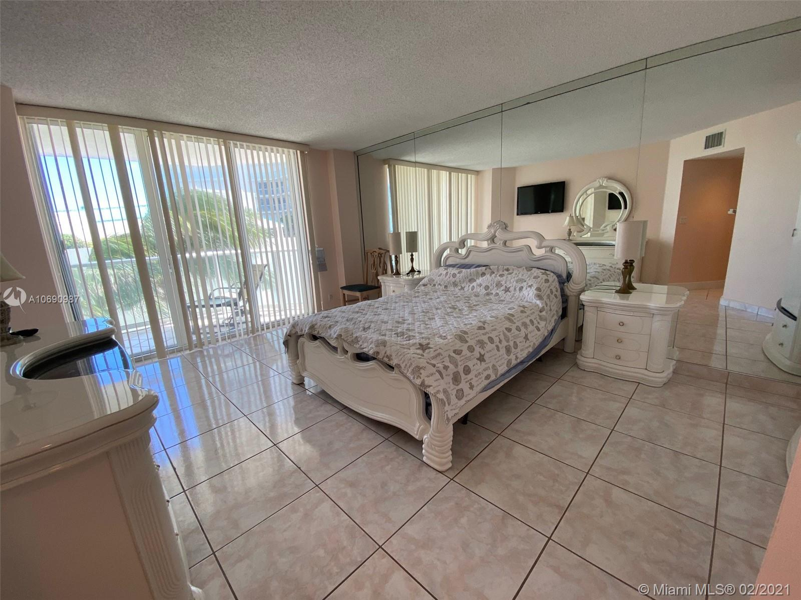 16485 Collins Ave #438 photo018