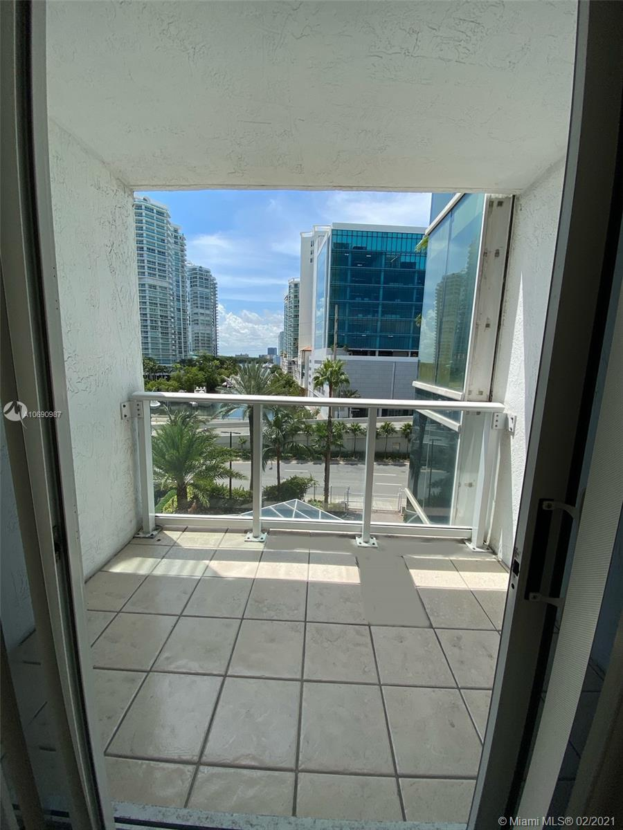 16485 Collins Ave #438 photo08
