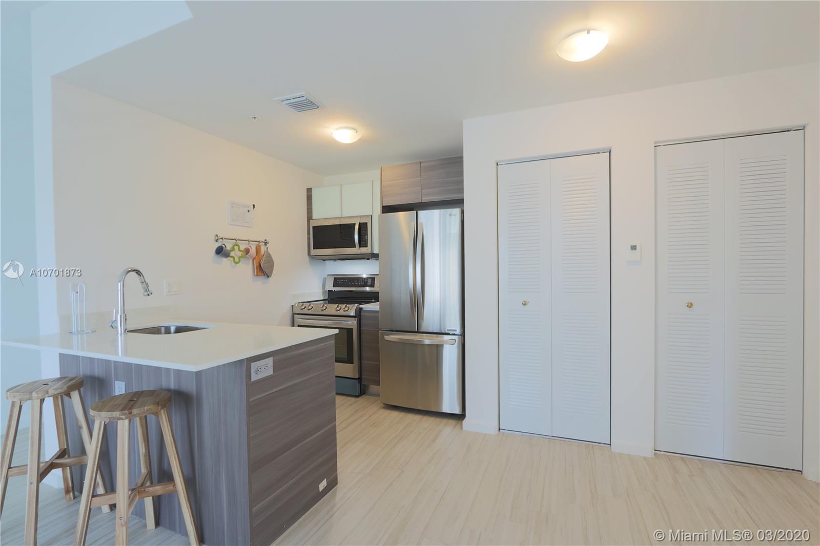 Property 481 NE 29th St #601 image 3