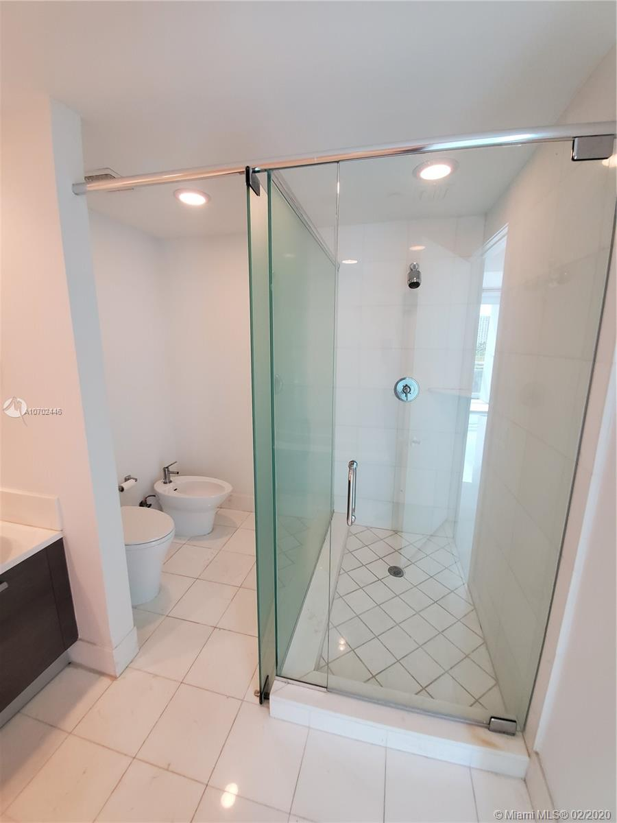 2950 NE 188th St #307 photo024