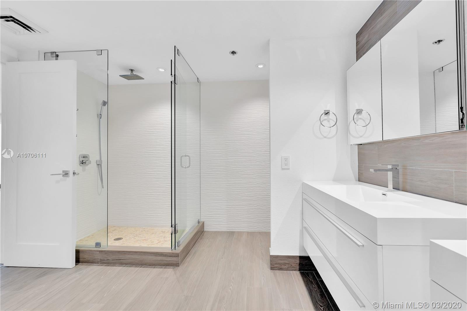 10205 Collins Ave #802 photo031