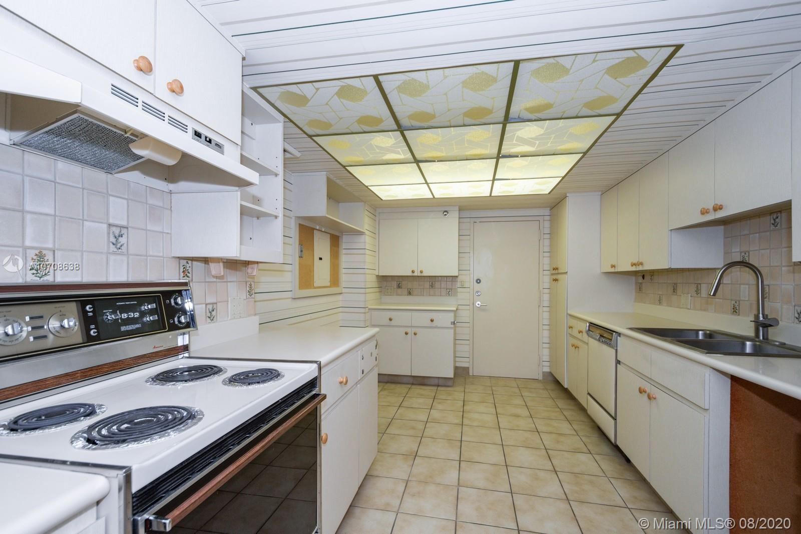 10205 Collins Ave #605 photo011