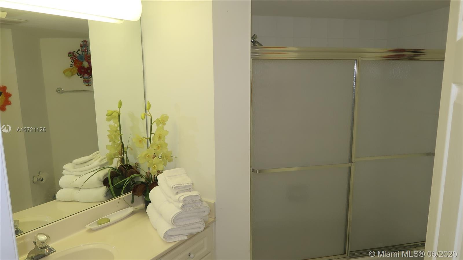 17275 Collins Ave #802 photo018