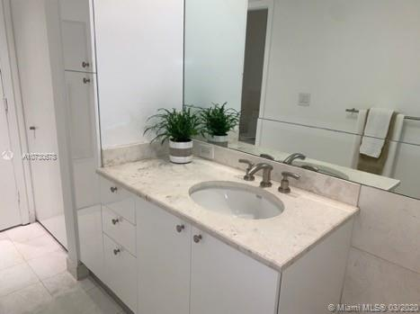 901 Brickell Key Blvd #2702 photo036