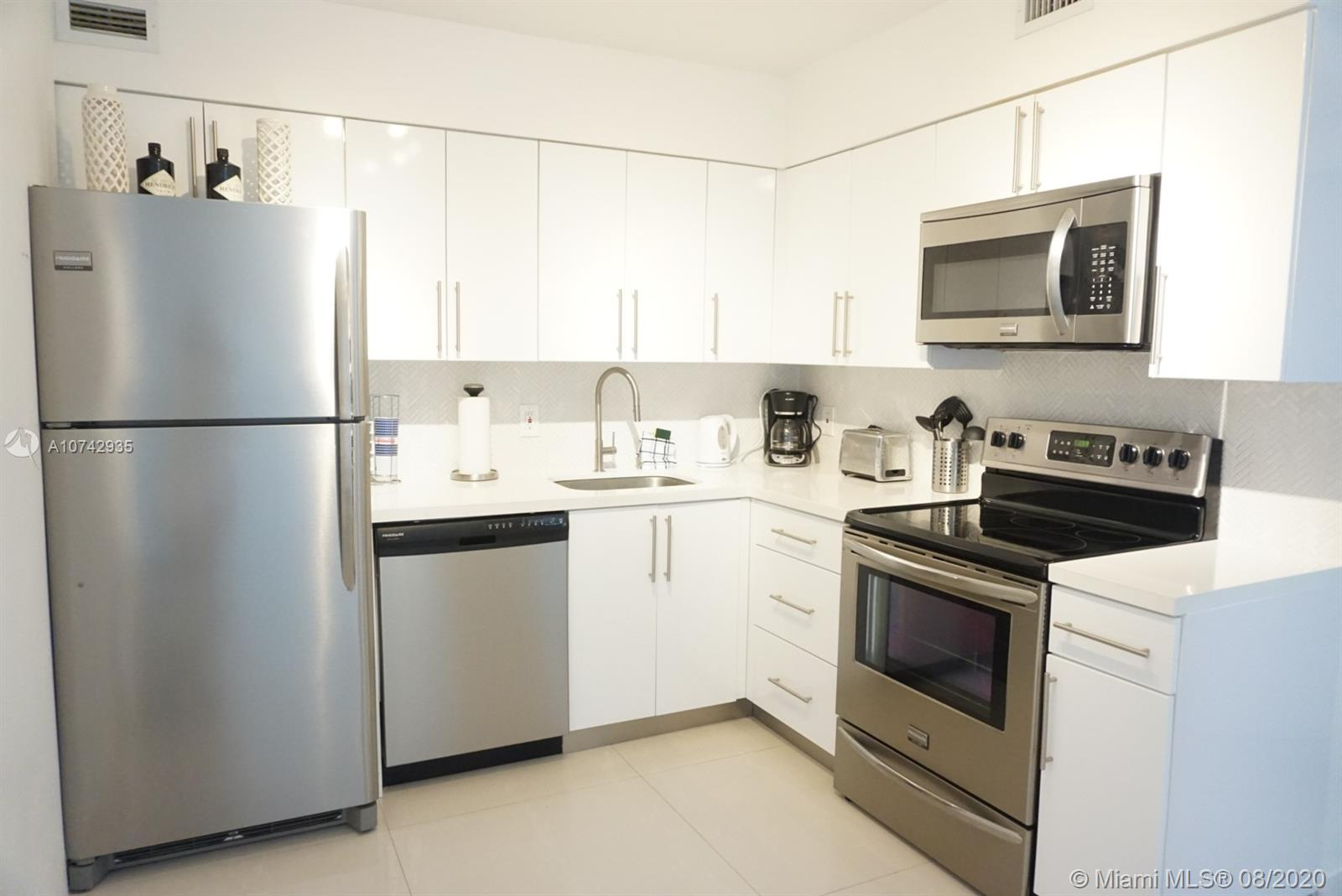 5161 Collins Ave #1611 photo05