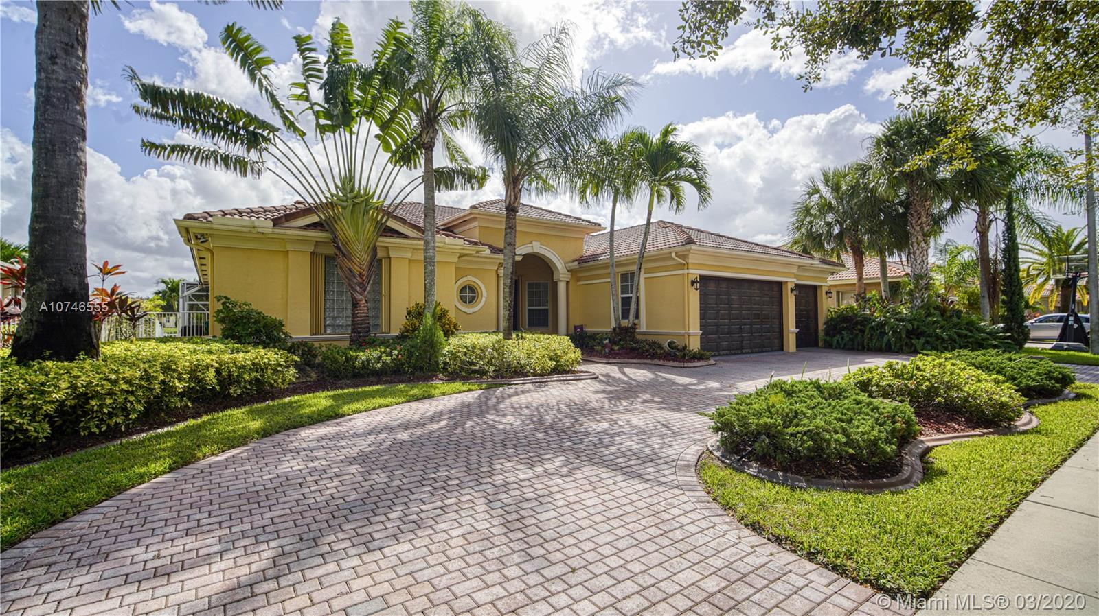 Property for sale at 5058 Lakewood Dr, Cooper City,  Florida 33330