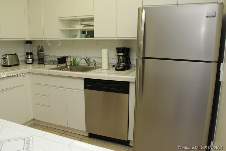 5151 Collins Ave #427 photo011